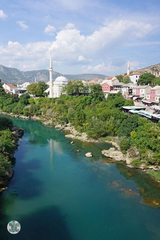 Vistas del río Neretva y de Mostar desde el Stari Most