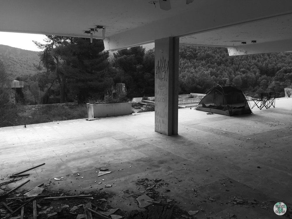 Carpa en hotel abandonado