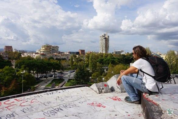 Peter desde lo alto de la pirámide de Tirana, Albania