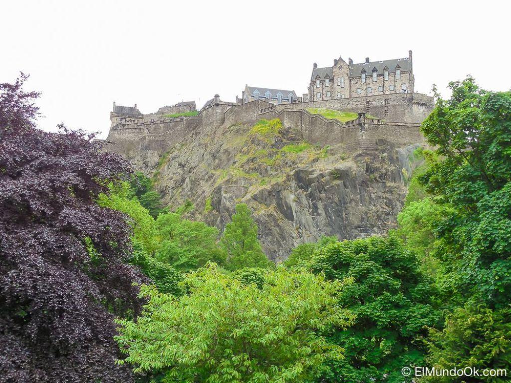 El Castillo de Edimburgo desde Prince Street Gardens.