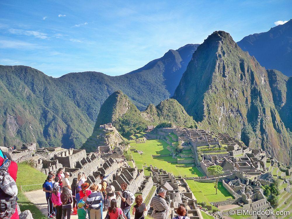 Viajar a Machu Picchu. Clásica postal en la famosa ciudadela inca.