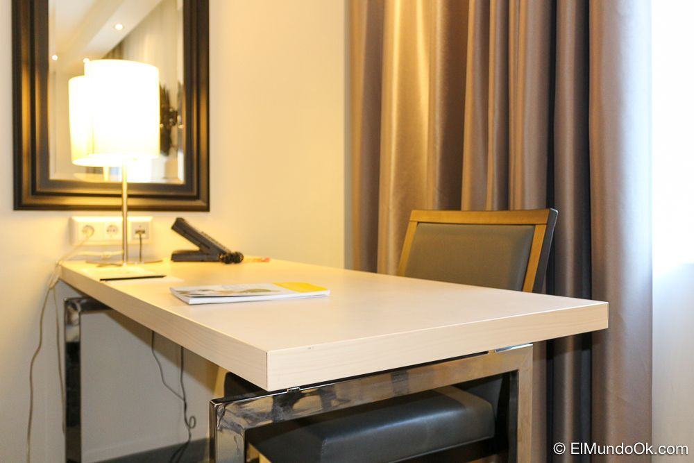 Cómodo escritorio en el hotel Scandic Berlin Kurfürstendamm.