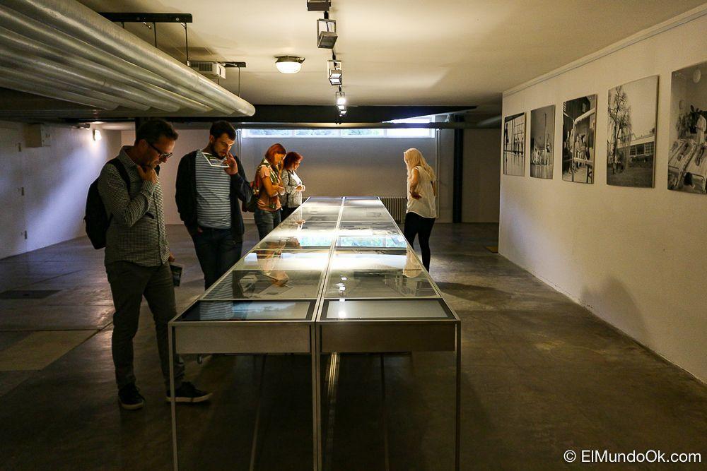 Pequeña exposición en el sótano de la Villa Tugendhat.