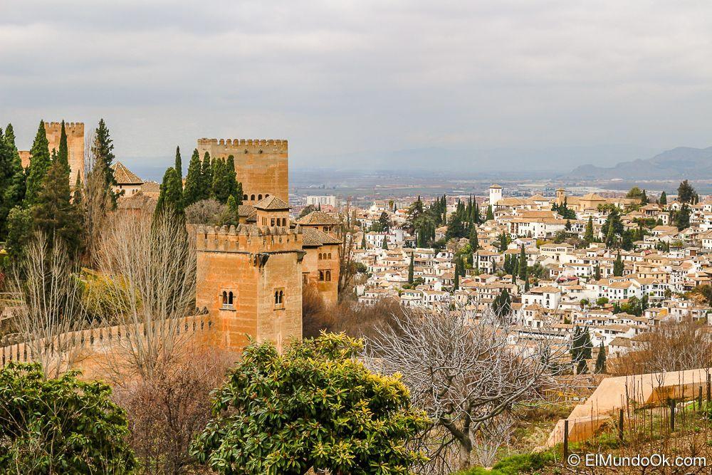 La Alhambra y barrio de Albaicín en Granada.