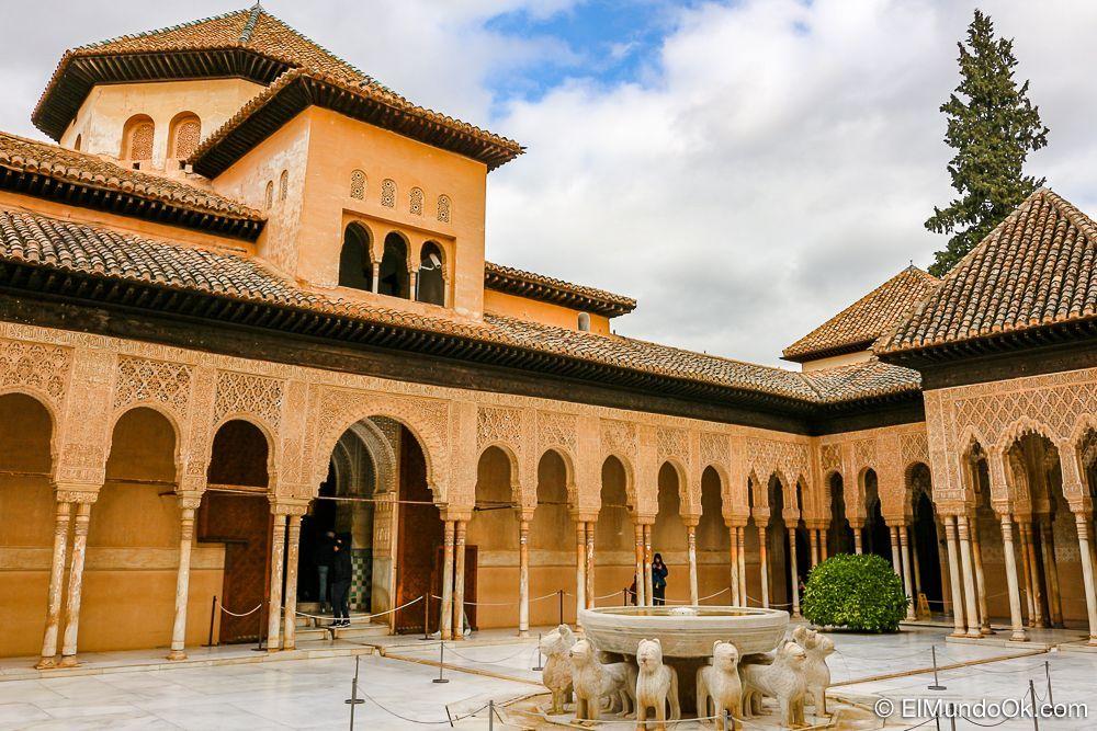 El Palacio de los Leones, en la Alhambra de Granada.