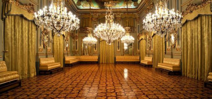 Sinopse da História  Real-casino-murcia-salon-de-baile-el-mundo-por-recorrer