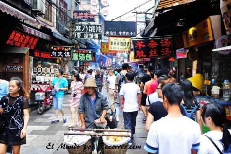 Las siempre ajetreadas calles en el barrio musulmán