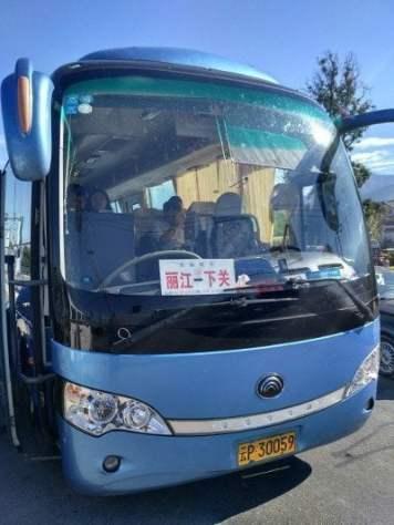 Autobus con la marquesina hacia Lijiang