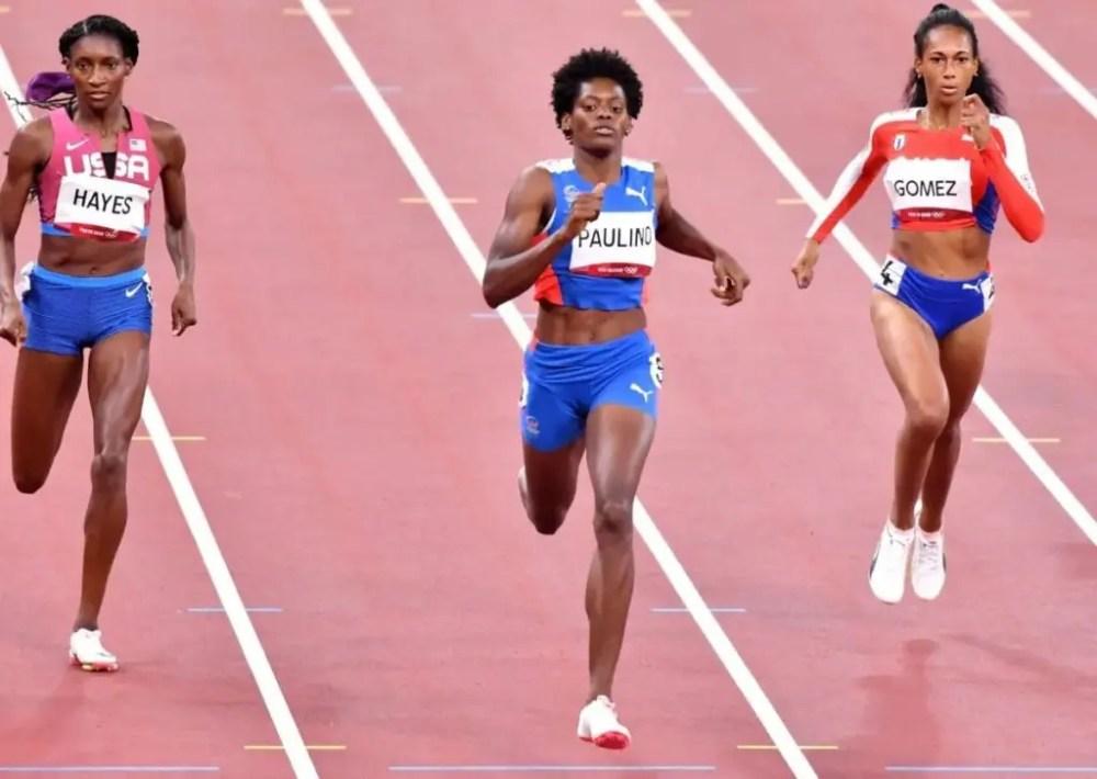 Marileidy Paulino cuando clasificaba para las finales de los 400 metros en los Juegos Olímpicos de Tokyo.