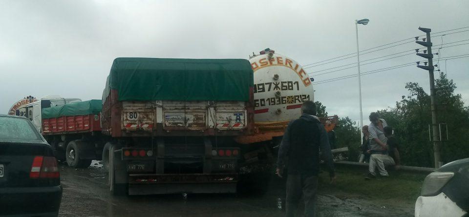 Atención| Colisión de dos camiones en el KM 29