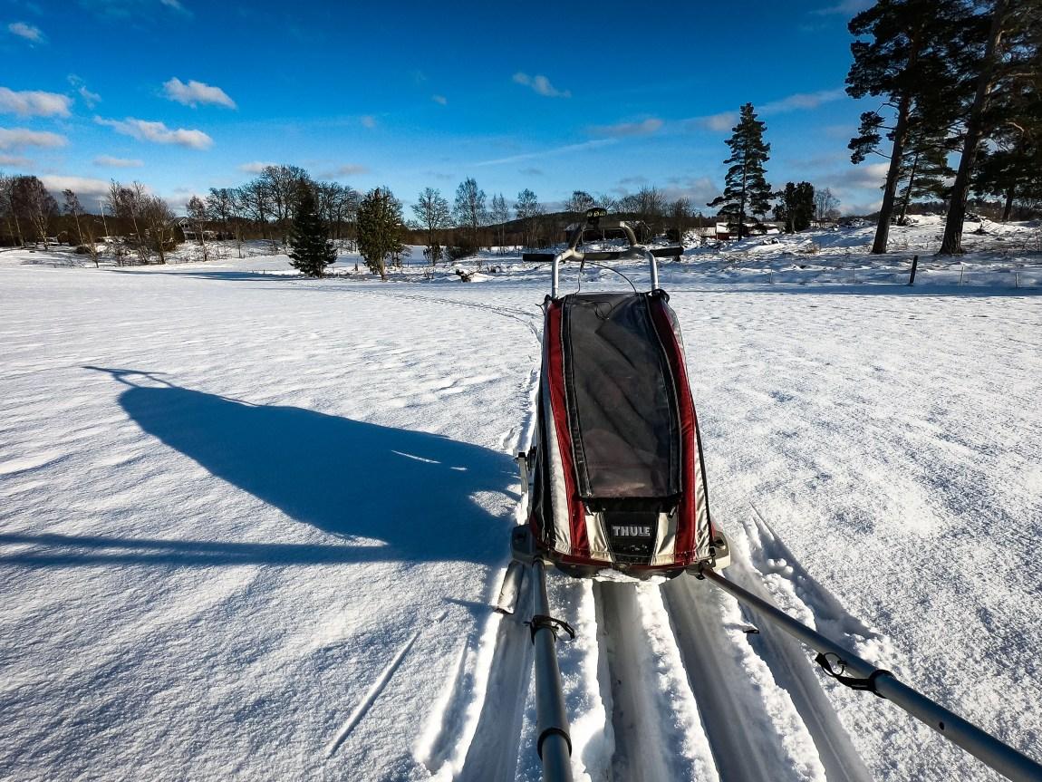 Skidor med barnvagn i eget spår