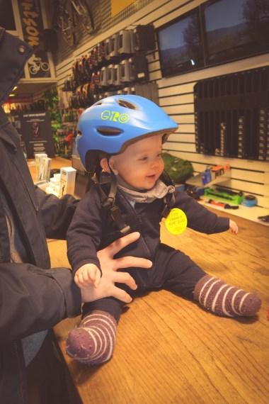 Cykelhjälm till bebis