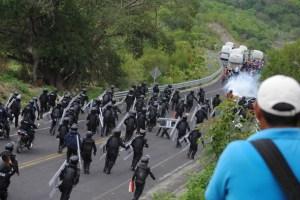 policias-normalistas2