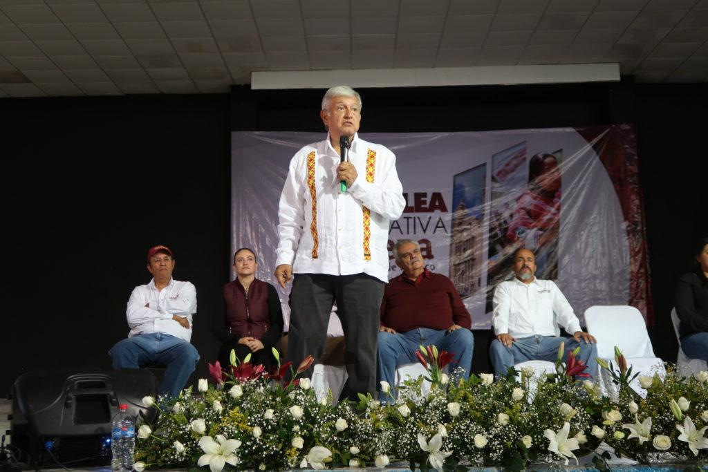 """El """"frente opositor"""" es apadrinado por Salinas de Gortari: AMLO"""