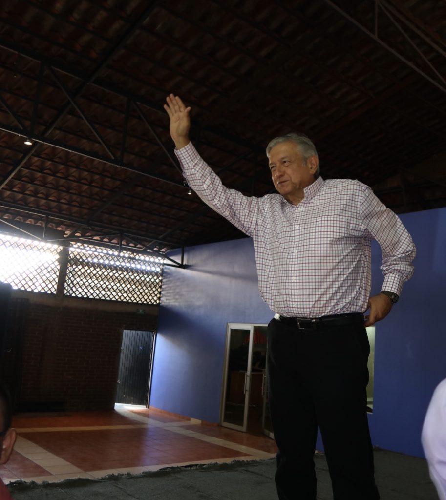 Recomienda AMLO que Salinas y Peña se sienten para decidir quiénes serán los candidatos del PRI y del Frente