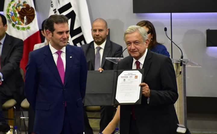 AMLO solicitó al INE su registro como candidato presidencial
