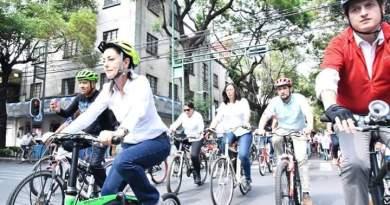 Sheinbaum recorrió las colonias Roma Sur e Hipódromo Condesa en bicicleta