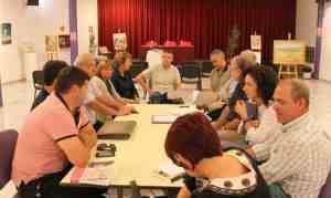 Mesa reunión Caravaca