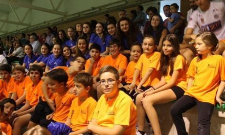 El Club Voleibol Caravaca se presenta ante su afición