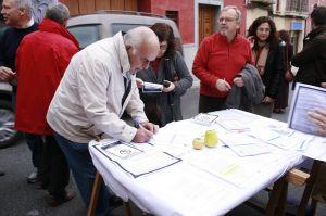 Firmas contra el fracking en Cehegin