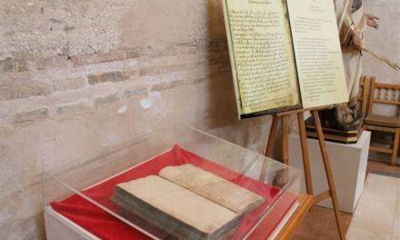 La carta manuscrita de Santa Teresa se expone en la capilla que lleva su nombre del convento de los Carmelitas