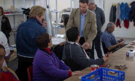 José Francisco García reafirma durante su visita a APCOM el compromiso con la atención y defensa de los derechos de las personas con discapacidad y sus familias
