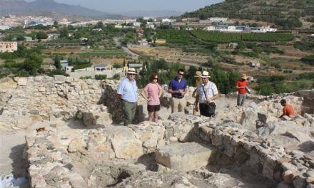 El Alcalde y la Concejala de Cultura de Cehegín visitan las nuevas excavaciones de la ciudad de Begastri