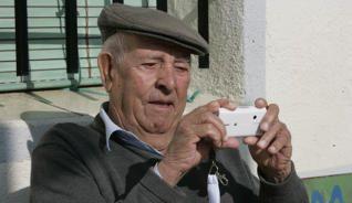 La Concejalía de Servicios Sociales de Cehegín organiza un taller para mayores sobre el uso práctico de móviles y tablet