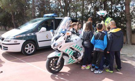 Alumnos de Bullas y La Copa aprenden cómo trabajan los agentes de la Guardia Civil
