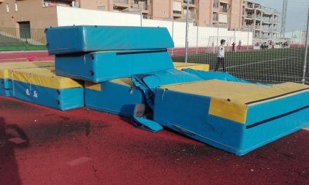 Entrega de firmas al Ayuntamiento de Caravaca para denunciar y exigir medidas ante el mal uso del complejo deportivo Francisco Fernández Torralba