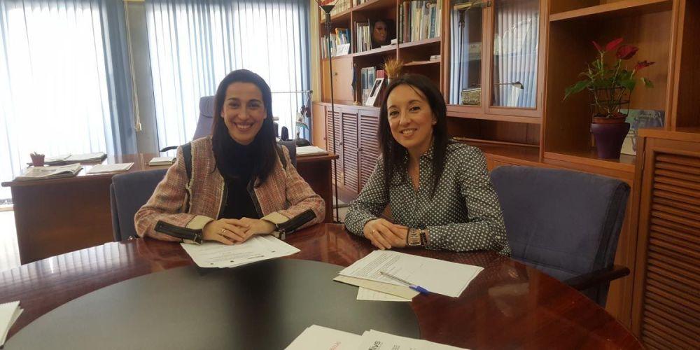 La Alcaldesa de Bullas con la directora general Nuria Fuentes