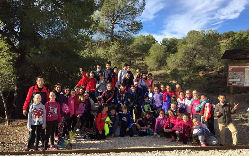 El grupo Gepnace del CEIP Ciudad de Begastri realiza una jornada de reforestación en los montes de Cehegín
