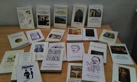 El Cronista Oficial dona varios documentos y colecciones de libros al Ayuntamiento de Cehegín