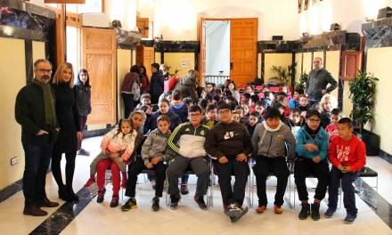 Más de 400 escolares visitan el Ayuntameinto de Caravaca con motivo del 38 aniversario de la Constitución