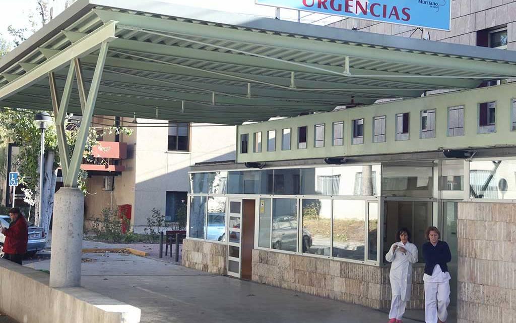 El PSOE pregunta al consejero por la puesta en marcha de la UCI en el hospital comarcal del Noroeste y mejoras en el área de salud IV