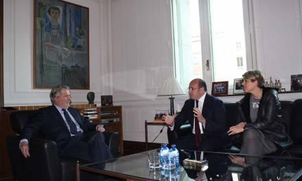 Pedro Antonio Sánchez acuerda con el ministro de Cultura que el Año Jubilar de Caravaca se promocione en las sedes del Instituto Cervantes