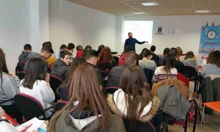 Medio centenar de alumnos participa en el Centro Municipal de Empleo en el seminario 'Cómo crear y hacer que funcione una empresa'