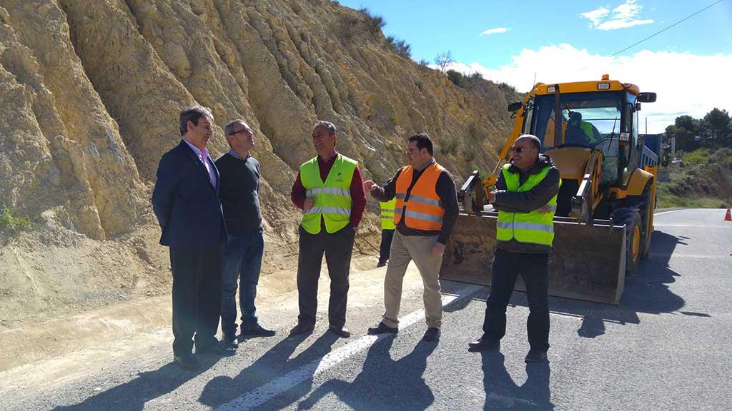 La construcción de un muro en la carretera que une La Puebla de Mula con El Niño evitará nuevos desprendimientos sobre la calzada
