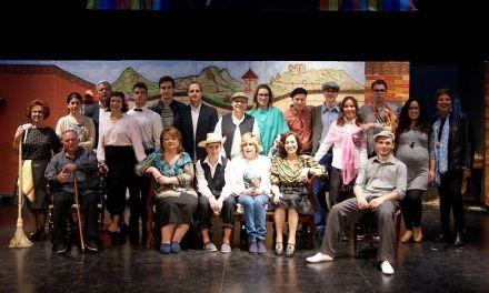 """El grupo calasparreño de teatro Las Pedreras representa """"Los herederos forzosos"""" de José Rogelio Fernández Lozano"""