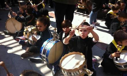 Los escolares de Mula engrandecen la fiesta del tambor con la celebración de la Tamborada Infantil