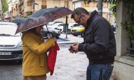 La lluvia no frena la 'Pedimenta', en la que se recaudan más de dos mil euros