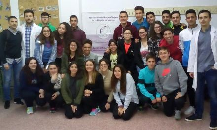 Alumnos del IES D. Pedro García Aguilera aprenden ciencia con la Asociación de Biotecnólogos de la Región de Murcia