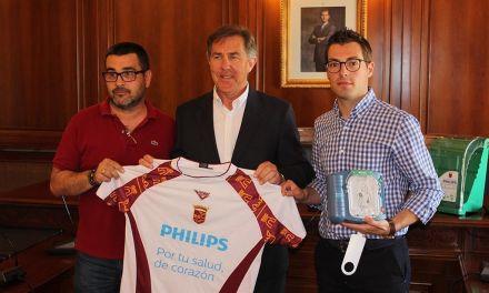 El Ayuntamiento de Cehegín recibe tres desfibriladores destinados a cardioproteger sus instalaciones deportivas