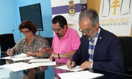El Ayuntamiento de Caravaca y la Cofradía de la Vera Cruz firman un convenio con la Asociación de Amigos de los Gigantes