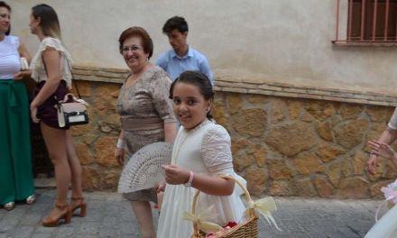 Decena de niños procesionan en el Corpus de Mula