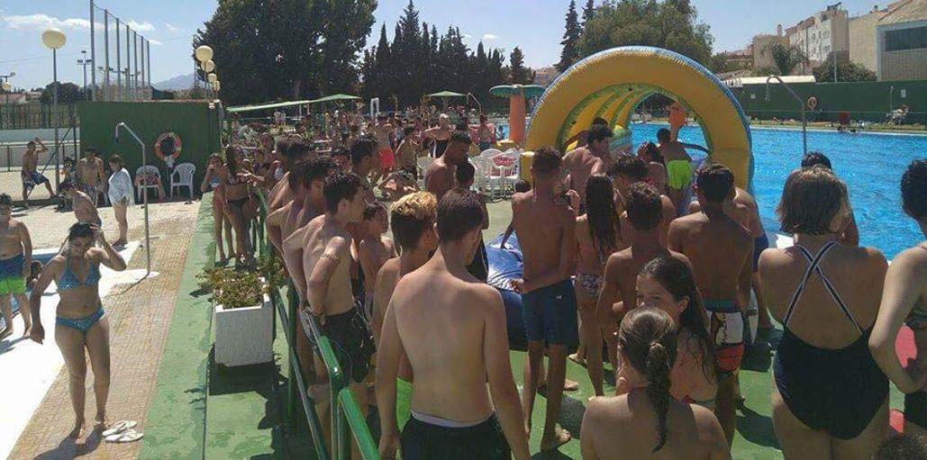 Una Fiesta del Agua con más de 700 personas en las piscinas municipales de Mula