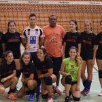 Ni en verano descansan las jóvenes del Club Voleibol Caravaca entrenadas por Pedro Gómez