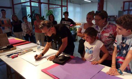 Una lección de pintura taurina para los niños de Calasparra a cargo de Nicolás de Maya