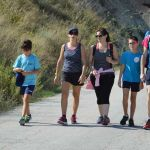 Cerca de sesenta personas participan en una caminata organizada por el Club de Atletismo Mulasport