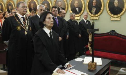 La caravaqueña Ester Castillo Guerrero se licencia en derecho